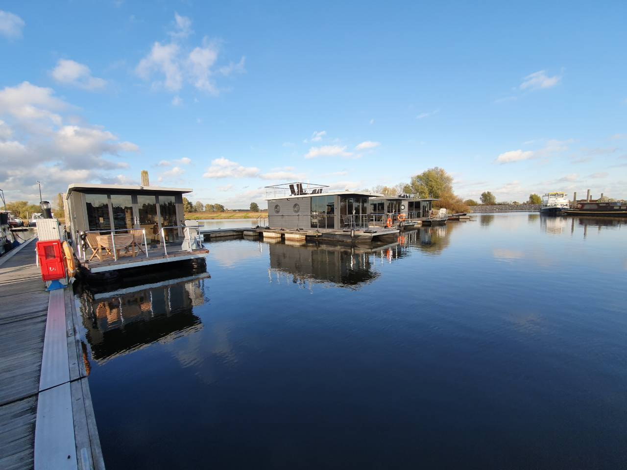 hausboot mieten maasplassen roermond otter easy houseboats. Black Bedroom Furniture Sets. Home Design Ideas