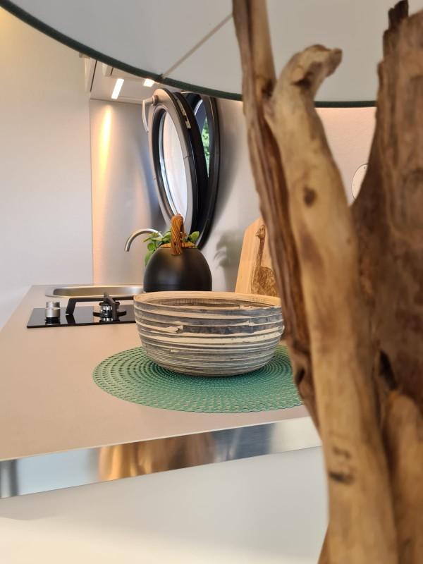comfortklasse XL Otter Easy Houseboats keukenaanrecht met raam web