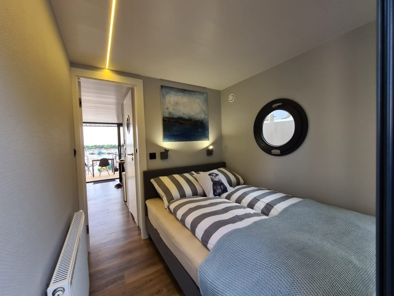 comfortklasse XL Otter Easy Houseboats slaapkamer3 web