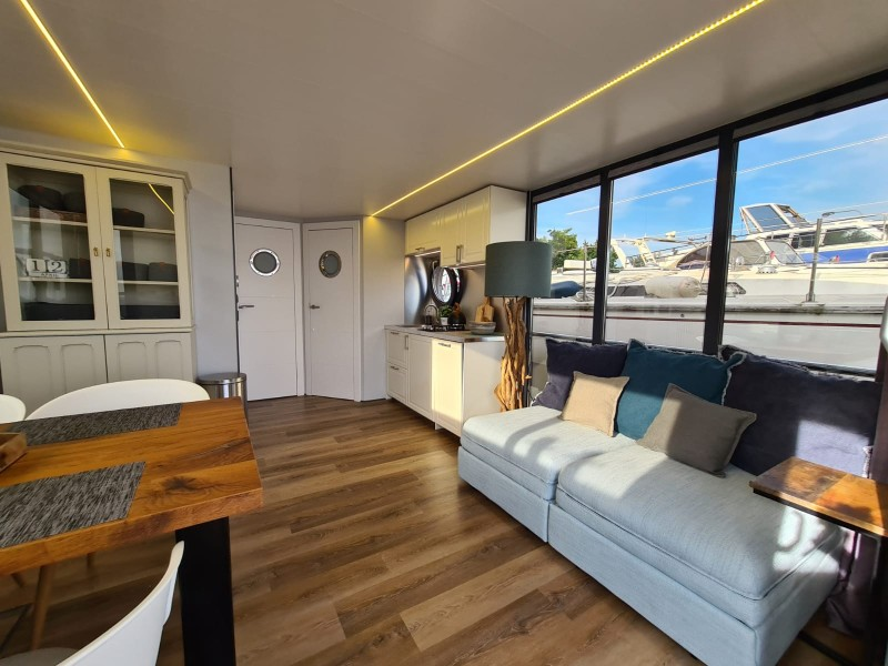 comfortklasse XL Otter Easy Houseboats woonkamer 2 web