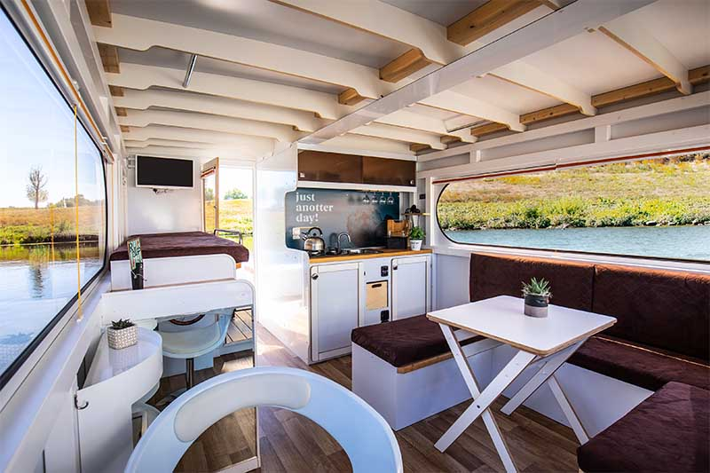 Compactklasse Otter Easy Houseboats interieur