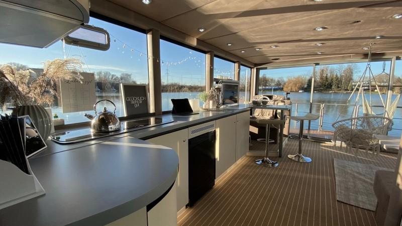 Luxboot interieur keuken