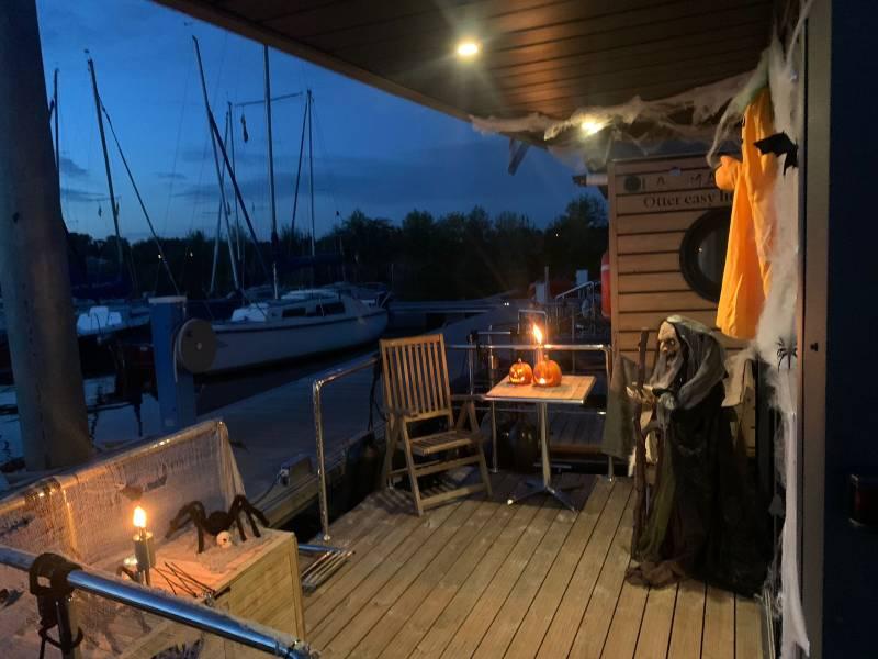 Winter met Otter Easy Houseboats Limburg